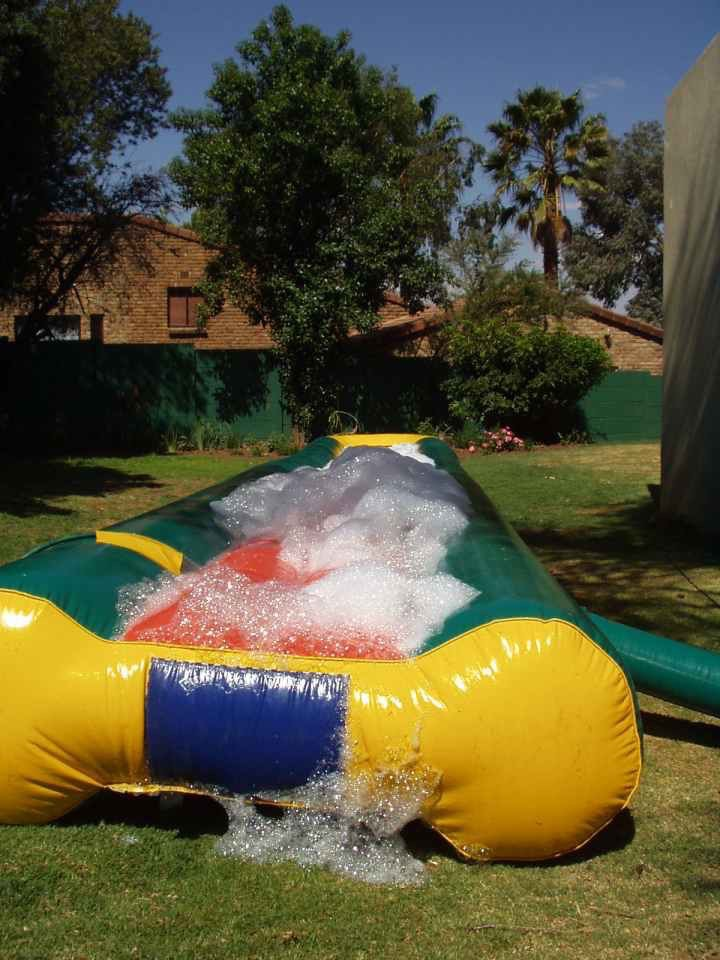 Waterslide inflatable jumping castle